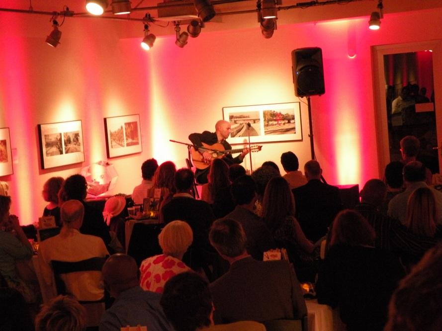 Photo of Alejandro Lazo in concert in Pasadena