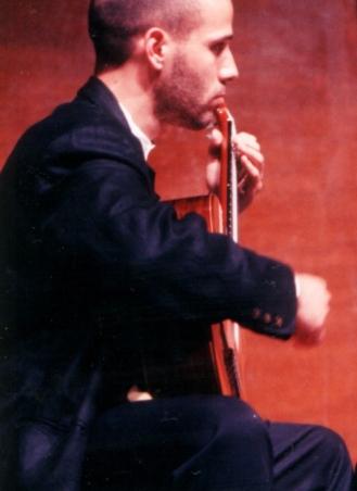 Photo of Alejandro Lazo in concert